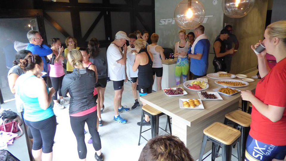 Sprinnt reception: Enjoying fruit and coffee