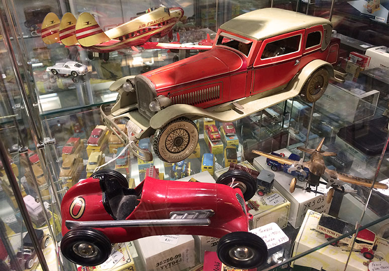 antique-toys-at-camberwell-antique-centre